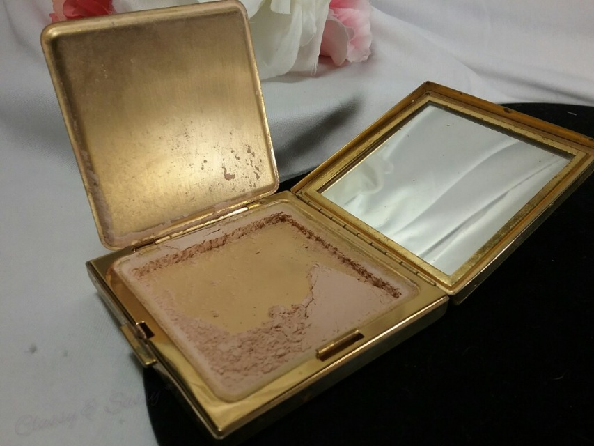 Gold Ciner Pearled Compact Mirror Travel Make Up Powder