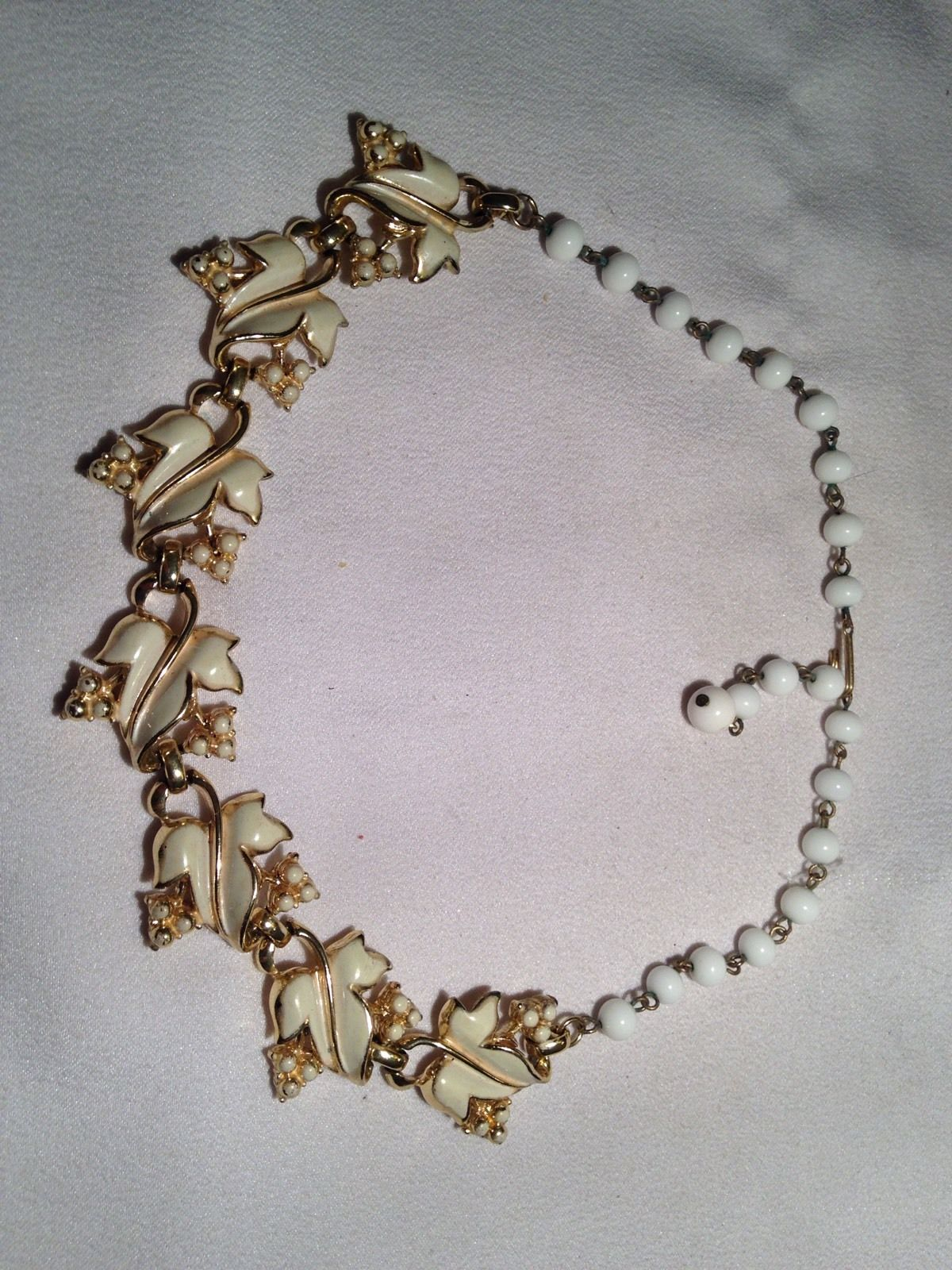 Vintage Estate Coro Pat Pend Cream Enamel Leaf Pearl Bead Collar Necklace